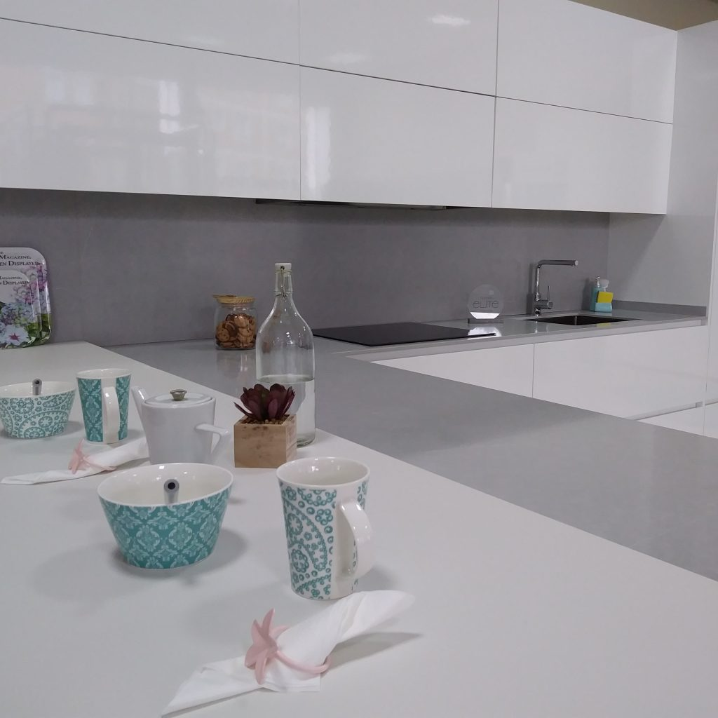 La encimera de la cocina qu material elegir haus for Material encimera cocina